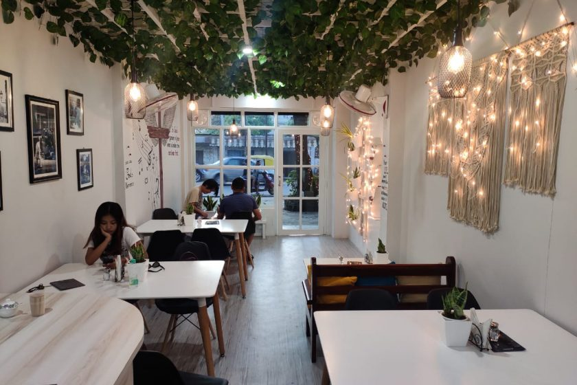 roots_and_leisure_lerinas_cafe_interior