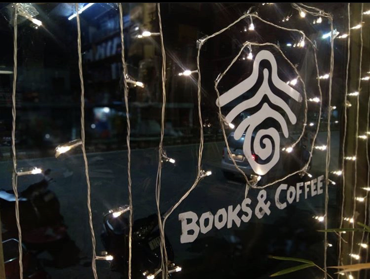 rootsandleisure_books_and_coffee
