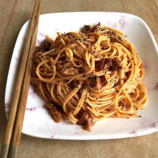 Recipe | Super Easy Chilli Oil Noodles  An easy recipe for everyone to try out. It can be as spicy or plain as you want, depending on your taste preference. The toasted schezwan peppers add a special flavor – must try!   Recipe by @nananananara_   Full recipe on R&L - link in bio and below 👇🏻  https://rootsandleisure.com/recipe-chilli-oil-noodles/  . . . . . . . . . #noodles #spicynoodles #chillioil #chillioilnoodles #instarecipe #recipes #easyrecipes #simplerecipes #foodblogger #foodbloggerindia